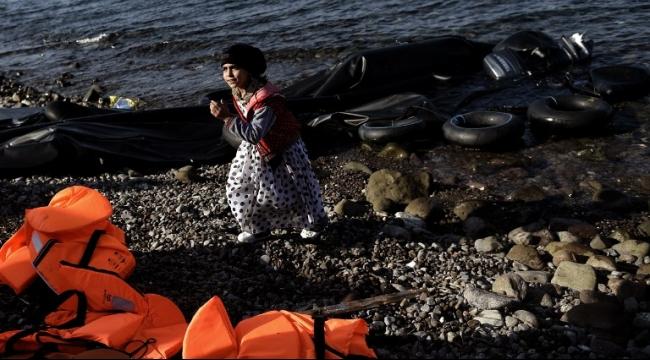 العثور على جثتي رضيع وطفل على شاطىء جزيرة يونانية