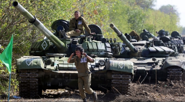 الجيش الأوكراني يبدأ سحب الأسلحة الخفيفة من الشرق