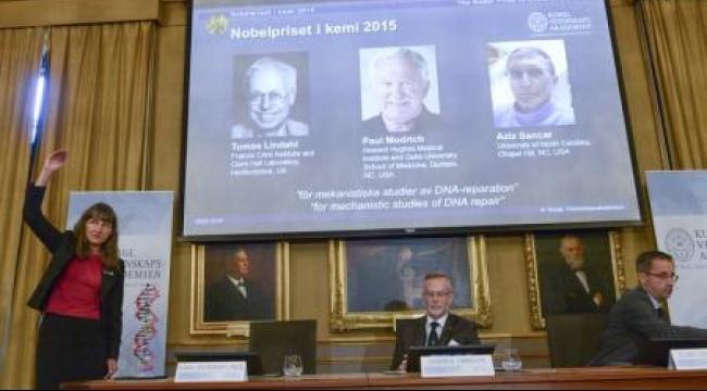 فوز 3 علماء بنوبل للكيمياء عن أبحاثهم في إصلاح الحمض النووي