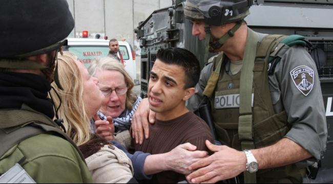 الخليل: الاحتلال يعتقل أكثر من 31 مواطنا بينهم فتية