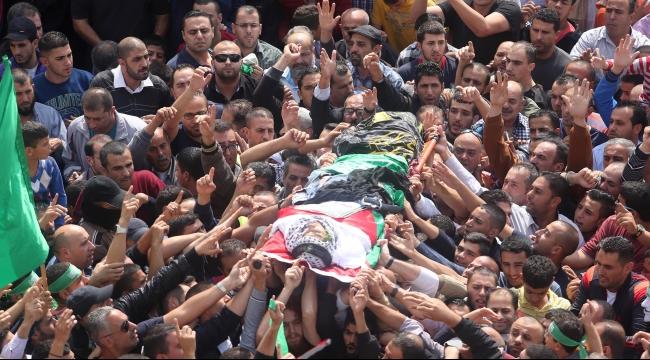 آلاف يشيعون الشهيد مهند حلبي