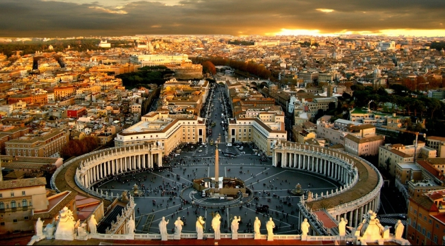 """رئيس بلدية روما """"يهدي"""" المدينة أموالا"""