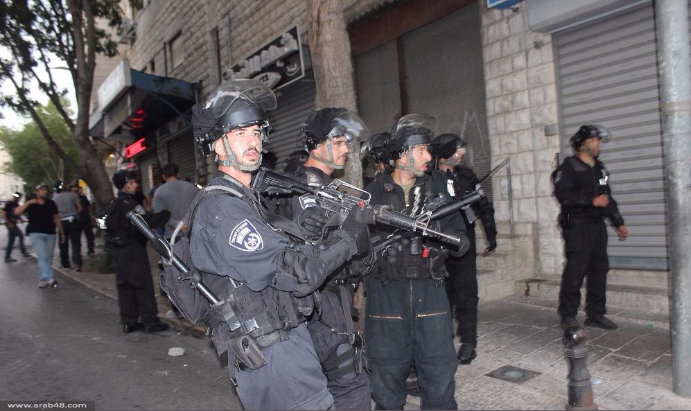 الناصرة: عابد تروي كيف اقتحم الأمن منزلها واعتدى على ابنتها