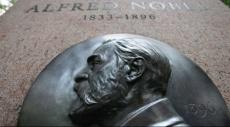 الفائزون بجائزة نوبل للاقتصاد للأعوام العشرة الأخيرة