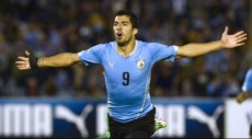 لويس سواريز يهنئ منتخب بلاده بالفوز