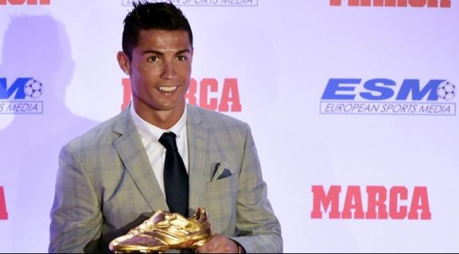 كريستيانو رونالدو يتفوق على ميسي بالحذاء الذهبي