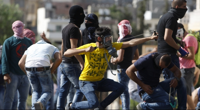 إصابة متظاهرين فلسطينيين بمواجهات في البيرة وبيت لحم