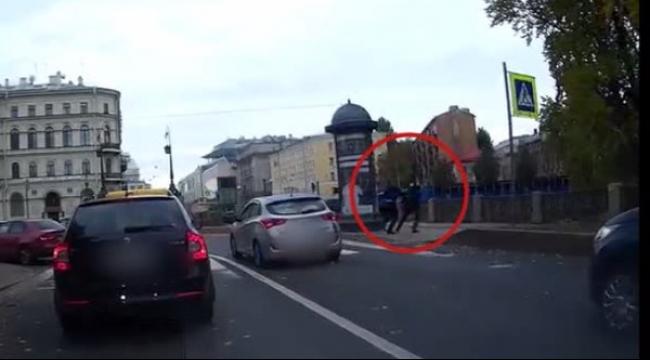 فيديو: لمس سيارة رجل أعمال.. فكان مصيره النهر