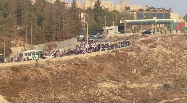 الاحتلال يعزل بلدة العيساوية عن محيطها بالكامل