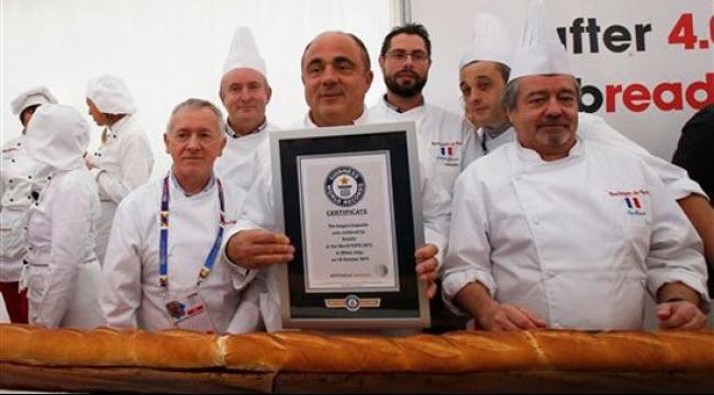 جينيس: أطول رغيف خبز في العالم يبلغ 4.122 متر