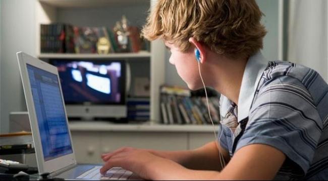 وسائل التواصل الاجتماعي خطر على عقول أطفالكم