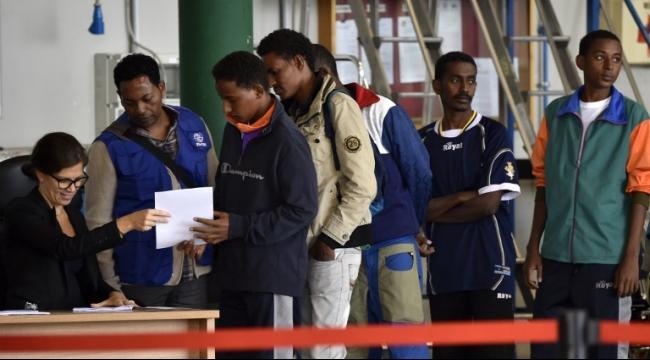إيطاليا ترحل 70 لاجئًا من أراضيها