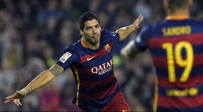 هاتريك لسواريز يقود برشلونة للفوز على إيبار