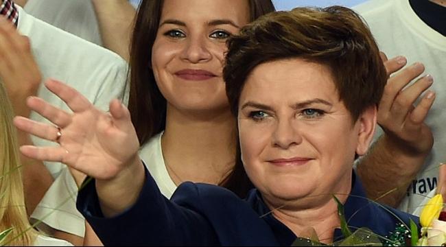 المحافظون يحتفلون بالفوز في الانتخابات البرلمانية في بولندا