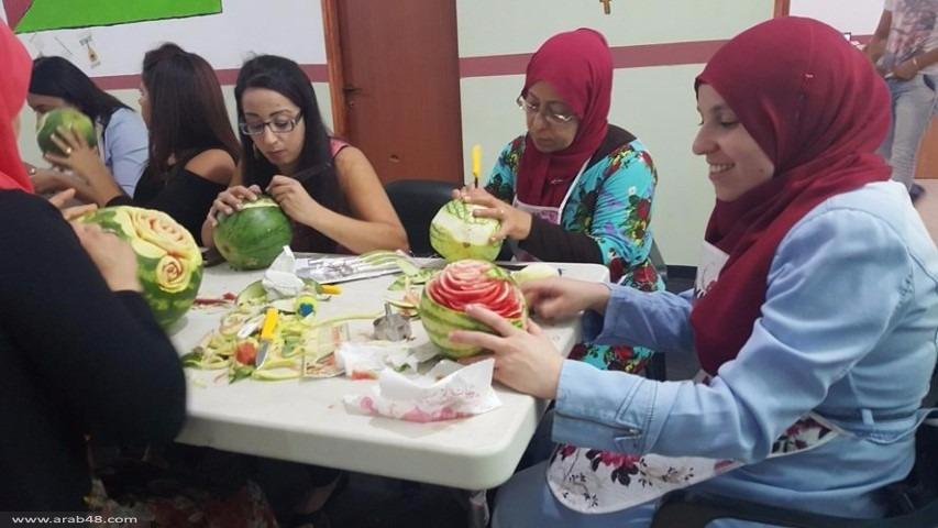 طمرة: نحت الخضار والفواكه كفرصة عمل بيتية