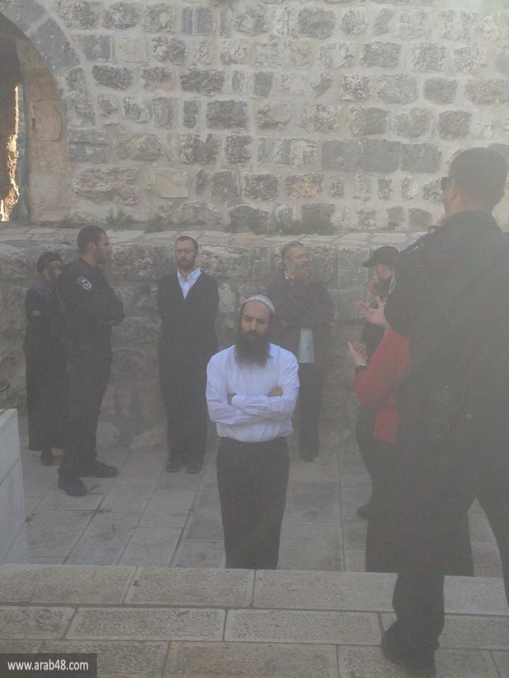 رغم منع نتنياهو: غطاس يزور الأقصى ويوثّق صلاة اليهود فيه