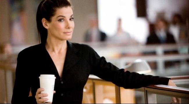 الممثلة ساندرا بولوك تسخر من السياسة في فيلم جديد