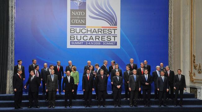 قمة ببوخارست للمطالبة بوجود أكبر للأطلسي بأوروبا الشرقية