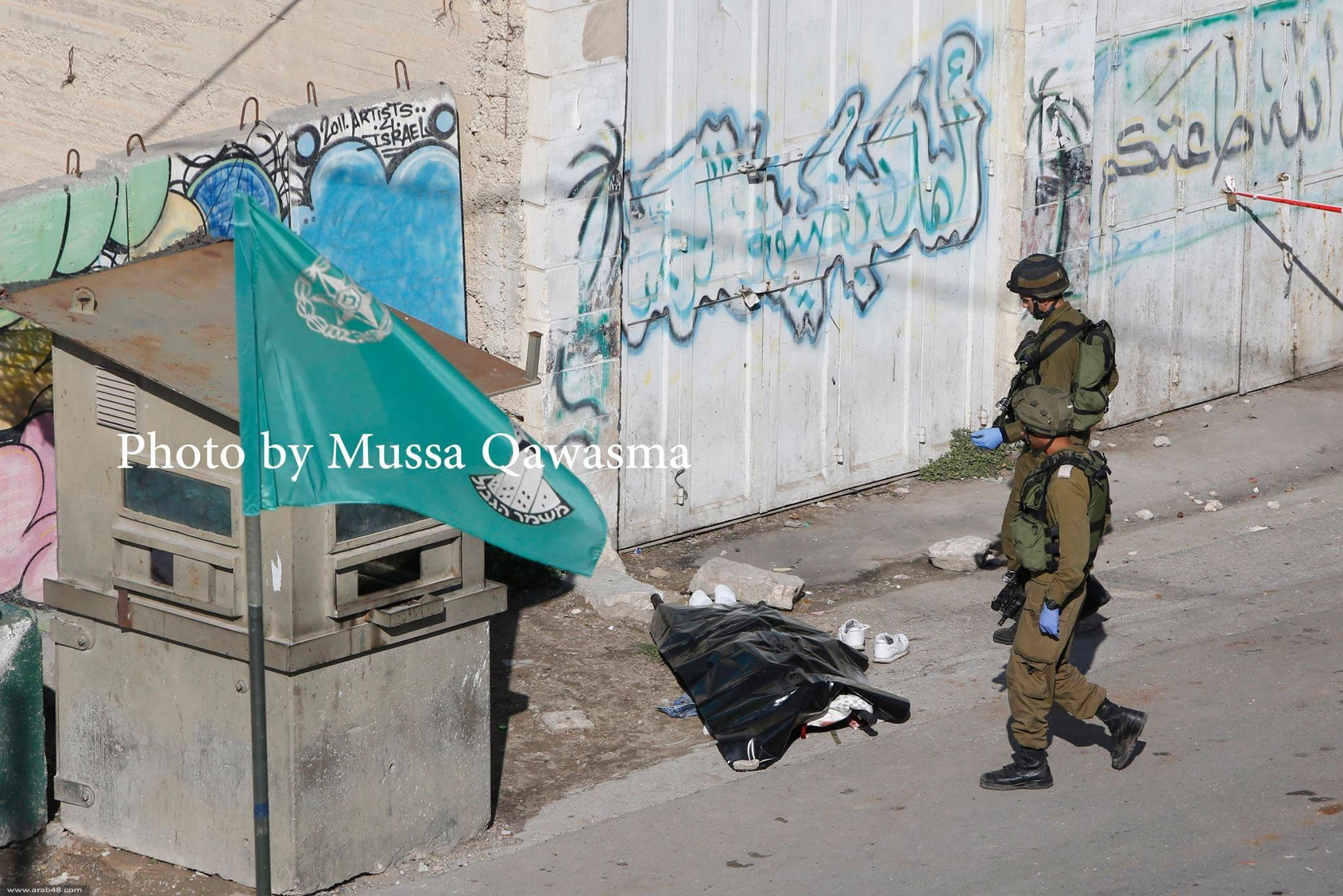 الخليل: قوات الاحتلال تعدم فلسطينيًا بزعم تنفيذ عملية طعن