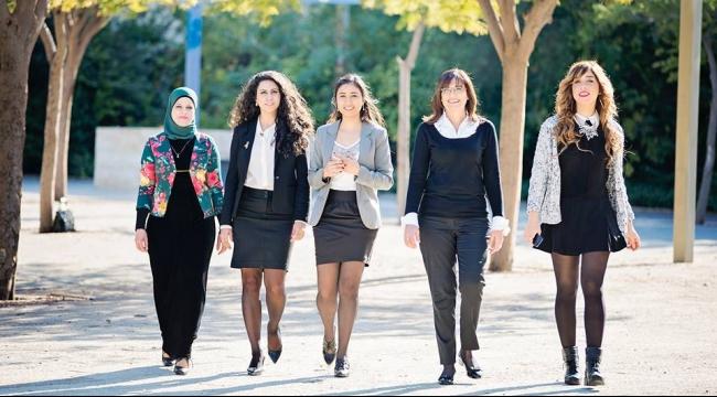 النساء حول العالم يعشن أفضل فتراتهن