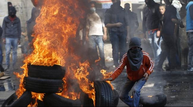 الخليل: تعزيزات عسكرية وحملات اعتقال.. وعمليات طعن متكررة