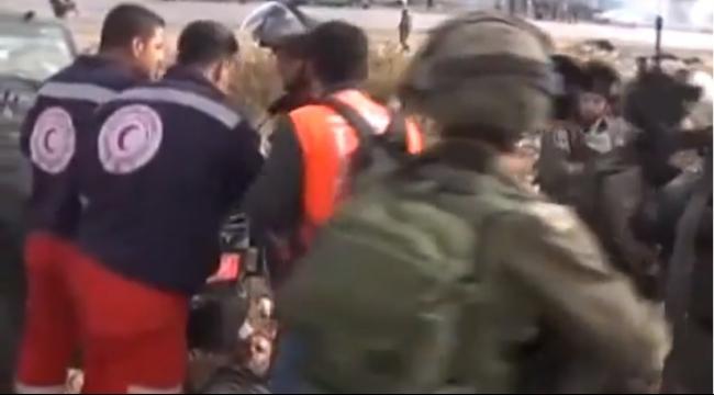 فيديو: قوات الاحتلال تدهس فلسطينيا وتمنع إسعافه