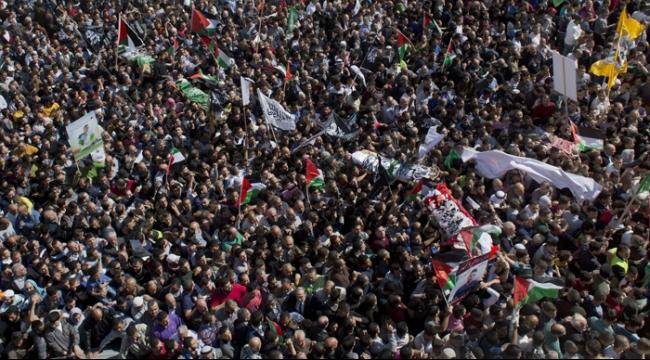 عشرات الآلاف في تشييع جثامين 5 شهداء في الخليل