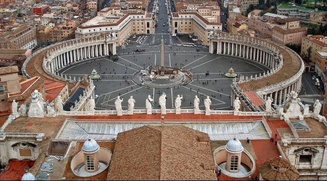 اعتقال أسقف في الفاتيكان بتهمة سرقة وثائق بابوية مهمة