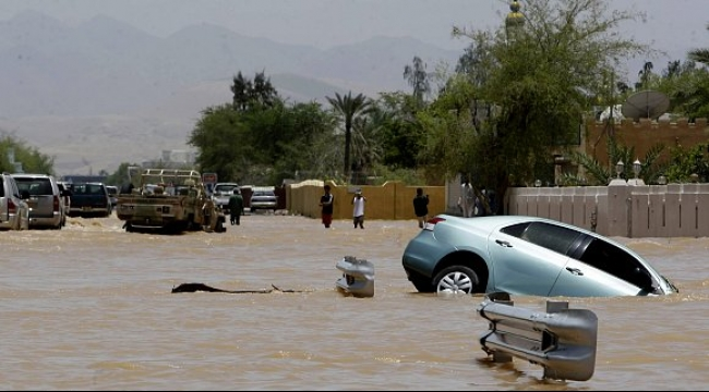إعصار تشابالا يضرب اليمن والآلاف يفرون من منازلهم