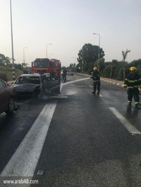 إصابة شخصين واحتراق سيارة في حادث سير