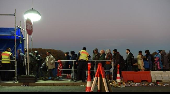 بافاريا تدرس تقديم شكوى ضد الحكومة الألمانية بسبب اللاجئين