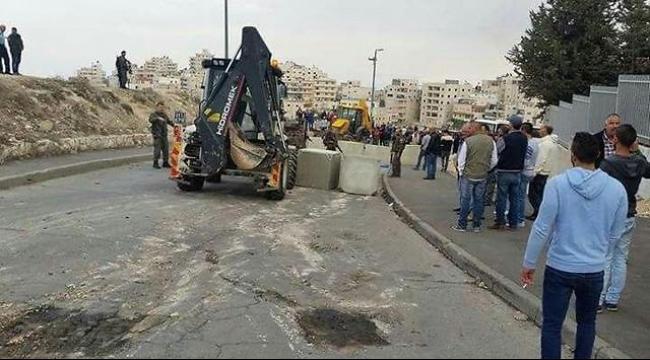 القدس: شرطة الاحتلال تزيل قسمًا من الحواجز العسكرية