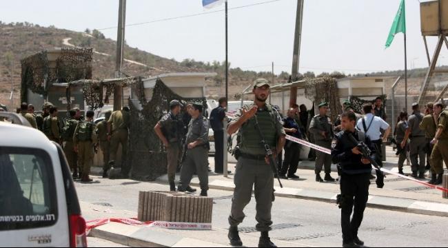 الاحتلال يقوم ينصب حواجز عسكرية بين المدن الفلسطينية