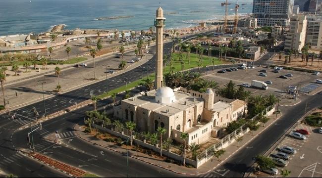 يافا: متطرف يهودي يقتحم مسجد حسن بك ويهدد المصلين بالقتل