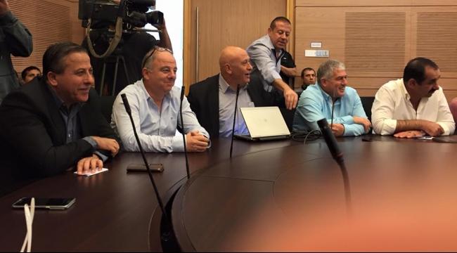 لجنة المالية البرلمانية تجتمع بحضور رؤساء سلطات محلية عربية