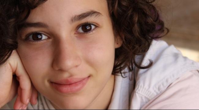 استبرق نور: طفلة أسيرة ومصابة ومعزولة في سجن عسقلان
