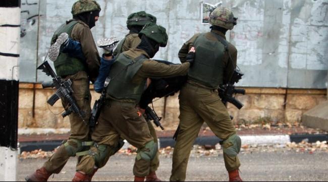 إصابات بالرصاص الحي والمعدني واعتقالات في الضفة الغربية
