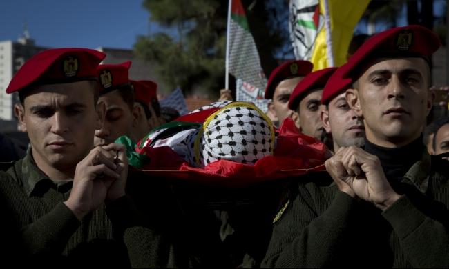 أهالي الشهداء يطالبون بالإفراج عن جثامين أبنائهم