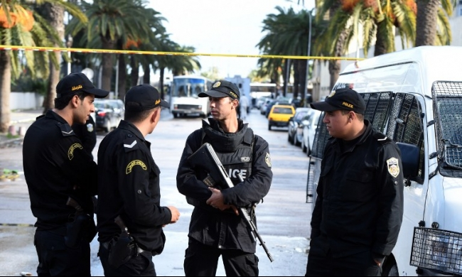 تونس: مداهمة مخبأ للإرهابيين ومصادرة أسلحة ومتفجرات