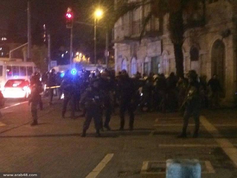 القدس المحتلة: استشهاد فلسطيني وجرح شرطي قرب باب العامود