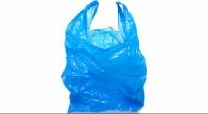 بريطانيا: غرامة على الأكياس البلاستيكية تقلص استخدامها بـ 78%