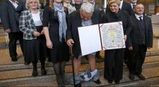 موقف محرج: سقط سرواله أمام رئيسة البلاد
