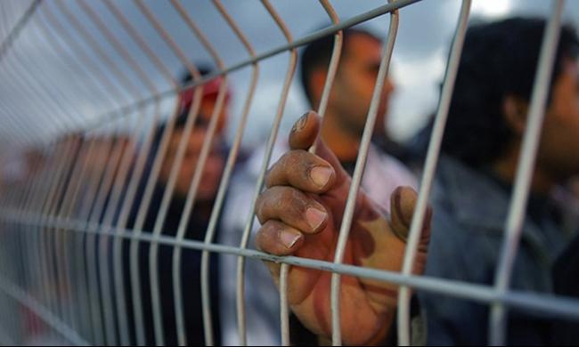 أربعة أسرى يواصلون إضرابهم عن الطعام