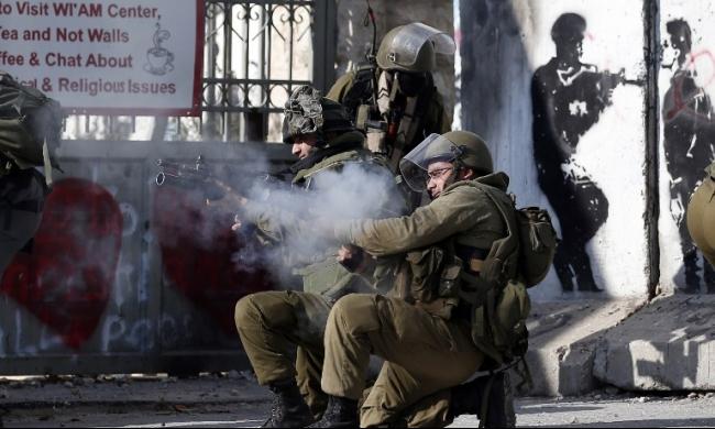 كفر قدوم: الاحتلال يصيب فتى بالرصاص الحي