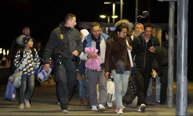 """انشقاق نائب دنماركي بسبب """"سرقة أموال اللاجئين"""""""
