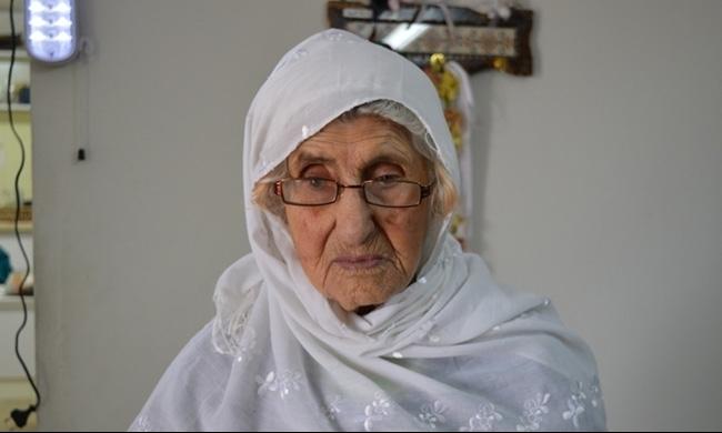 والدة الأسير بيادسة ترحل بعد ثلاثين عاما على عتبة الانتظار..