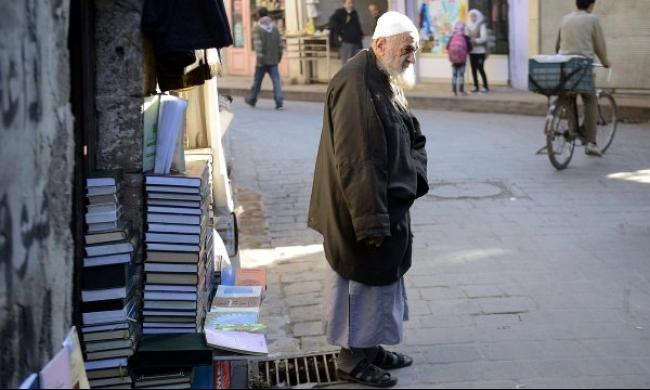 لمن يبيع العم عبد الخالق الكتب في حلب؟