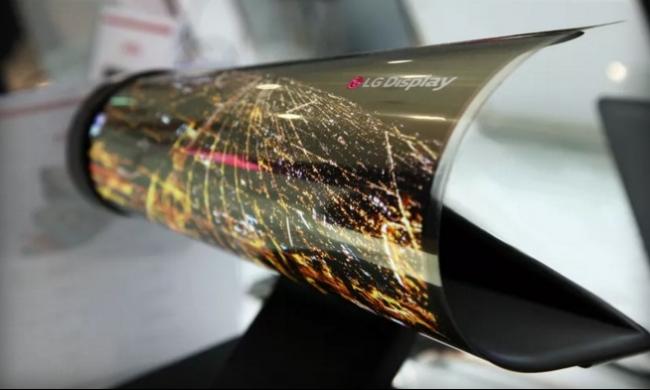 LG تطوي شاشاتها