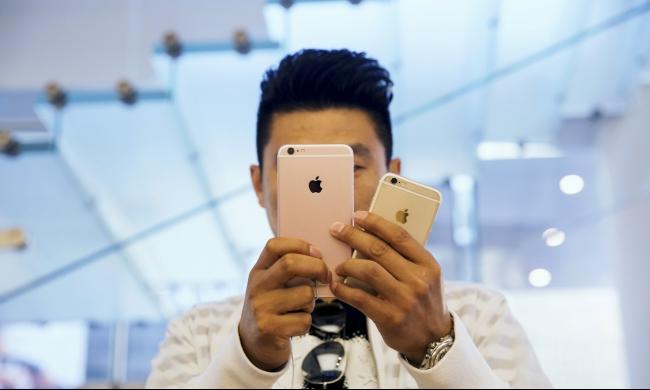هل توقف آبل إنتاج هاتف أيفون 6 إس الجديد بالكامل؟