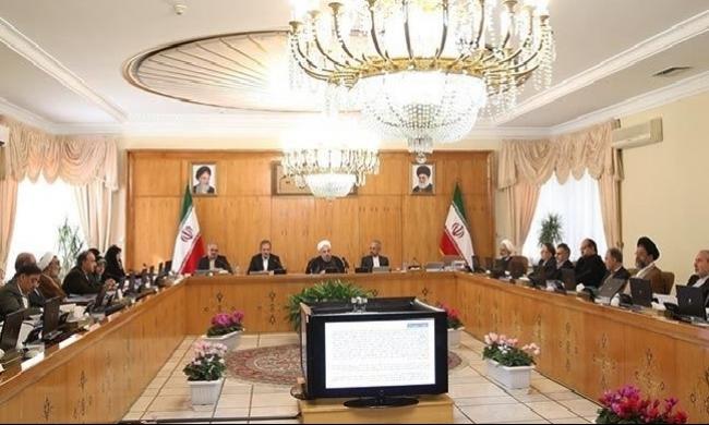 إيران تقاطع المنتجات السعودية وتتهمها بقصف سفارتها